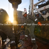 Trinidad Drilling floor hands from left, Ediee Gonzalez and Albert Amador, Jr., prepare to connect a new joint of pipe during a drilling operation on Trinidad Rig 433 operated by Fasken Oil and Ranch, April 11, 2018, north of Midland, Texas. CREDIT: James Durbin / TheOilfieldPhotographer.com MIDLANDOIL